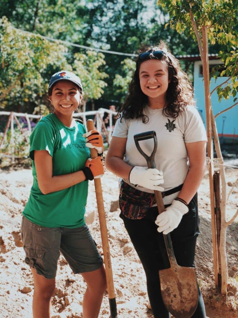 high school students volunteering
