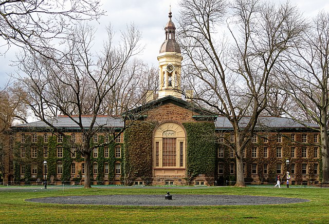 Princeton University's Nassau Hall Photo: By Ken Lund - https://www.flickr.com/photos/kenlund/40545844173/, CC BY-SA 2.0, https://commons.wikimedia.org/w/index.php?curid=98640203
